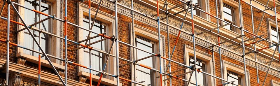 Fensterfassade_mit_Gerüst